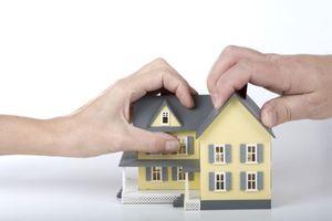 Что подразумевается под обременением на квартиру и чем это грозит собственнику?