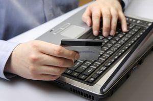 как оплатить счета за коммунальные услуги не выходя из дома?