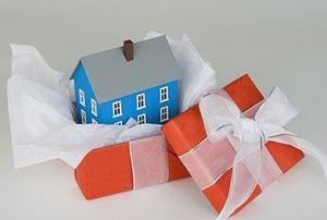 Стороны договора дарения доли квартиры