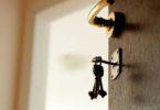 Как правильно выписать человека из квартиры без его согласия, если он не собственник